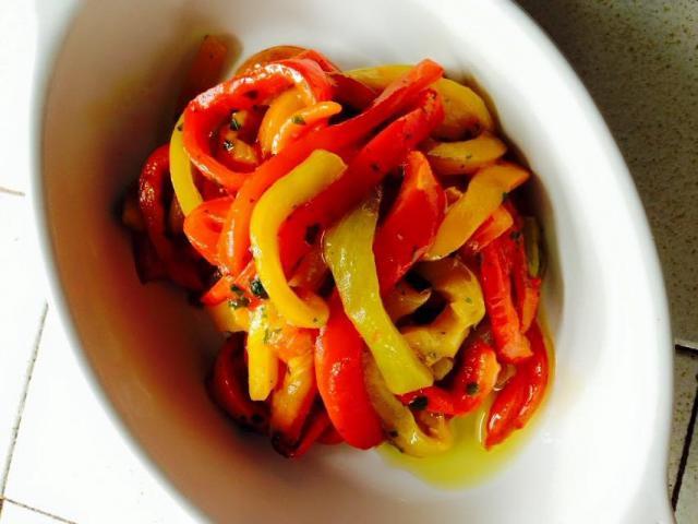 イタリアンの前菜!パプリカのオリーブ漬け